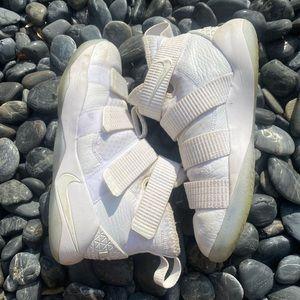 Nike zoom LeBron basketball shoes